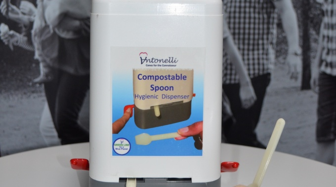 Spoon dispenser cropped