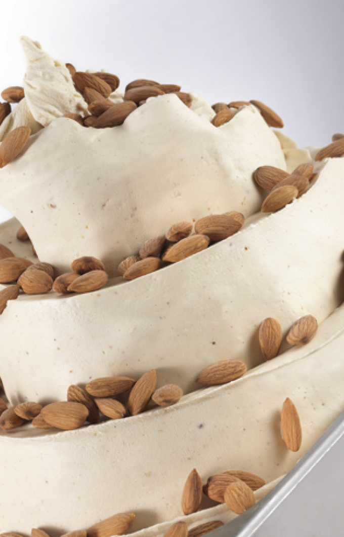 Mandorla gelato almond